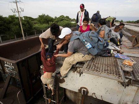 Retos de la inmigración - Coyotes y el muro de Trump