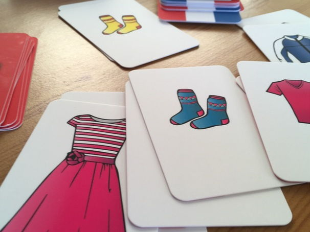 FRENCH - Clothing and Shopping Card Game (100 cards)
