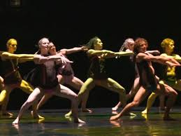 AQA GCSE Dance - A Linha Curva