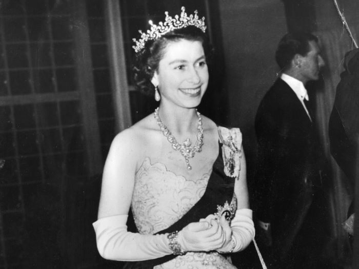 Queen Elizabeth II - Coronation (VISUAL SOURCES)