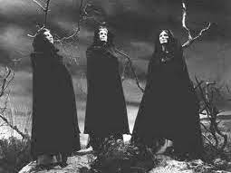 gcse macbeth THE CONTRASTING REPSONSES OF MACBETH AND BANQUO TO THE WITCHES