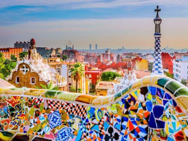 New GCSE Spanish AQA-Theme 2-Topic 4: Travel and tourism - Destino Barcelona