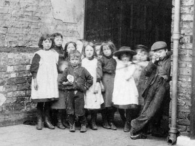 The Liberal Reformers lesson 1-Poverty in 1900's Britain.