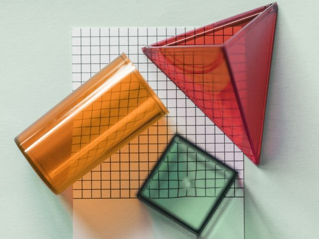 3D shapes in the real world - quick maths starter or plenary