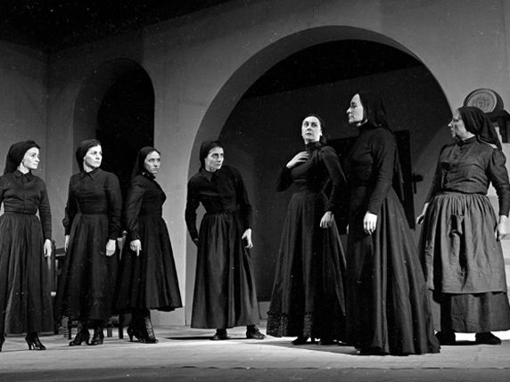La Casa de Bernarda Alba. 17 min audio with transcripts and ex. 1.  Lorca, un dramaturgo poético