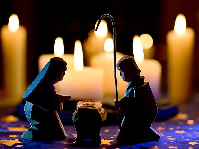 El día de las velitas and Navidad - Hispanic Cultural Reading in English