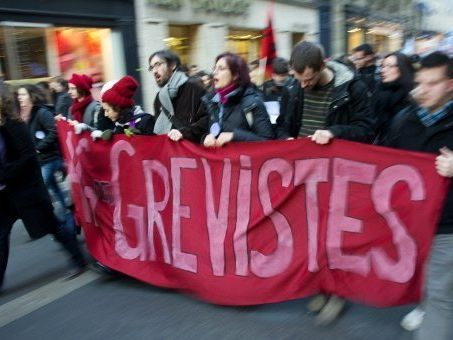 Manifestations, greve- A qui le pouvoir? FULL TOPIC- A Level FRENCH (Year 2)