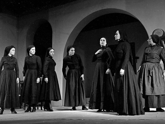 La Casa de Bernarda Alba. 50 min of audio analysis in Spanish ,  with transcripts and exercises