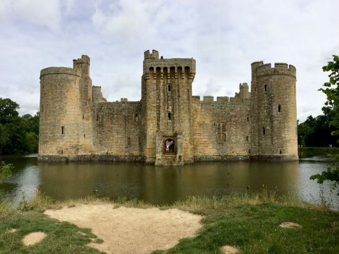 Bodiam Castle: Pack of 20 Photos for use in the Classroom & your Teaching Resources
