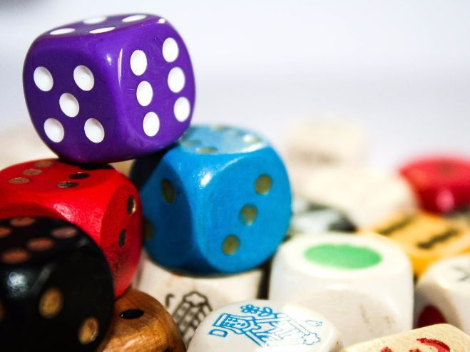 Dice Conversation Game AS Spanish topics (medios de comunicacion and cultura popular)