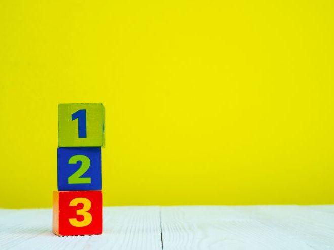 KS1 Fractions Investigation : How many ways to make half?