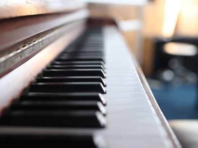 Eduqas GCSE Music : Eine Kleine Nachtmusik 10 for 10 Registration Revision Activities.
