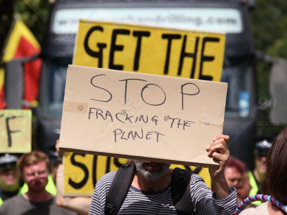 fracking in the UK what positives & negatives pros cons fossil fuels energy