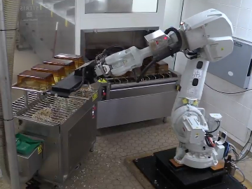 Robot cleaning mice cages