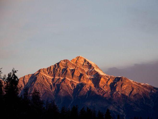 Elizabeth Bishop 'The Mountain' - Poem Analysis