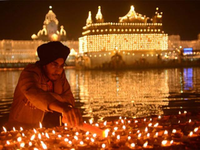 How & why do Sikhs celebrate Bandi Chhorr Divas on Diwali?